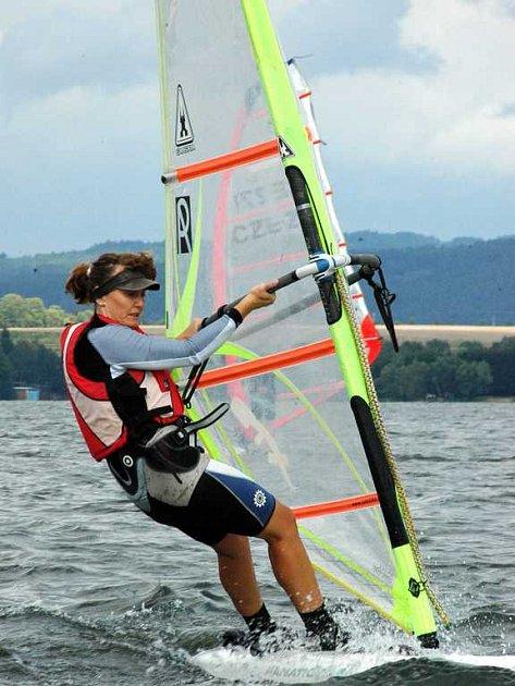 Windsurfingové závody na přehradě Jesenice