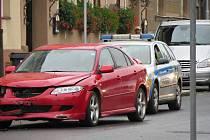 Na křižovatce chebských ulic K Nemocnici a Májová se v sobotu srazila dvě osobní vozidla.