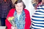 Knihovníci navštívili nejstarší čtenářku. Oslavila 99. narozeniny