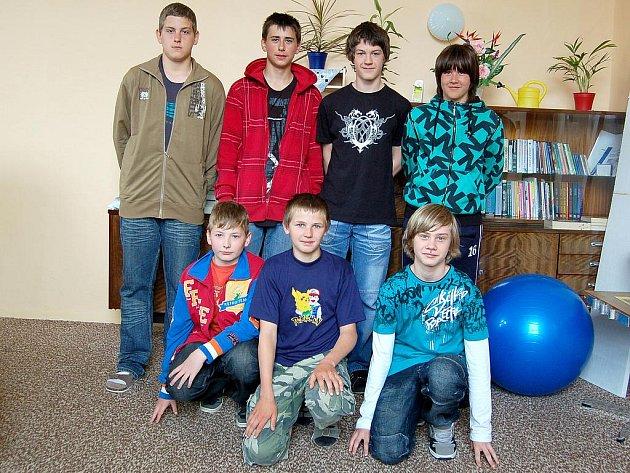 Svým úspěchem na krajském turnaji v basketbalu dali školáci jasně najevo, že v kraji existuje obec Hazlov a že jsou tu dobří sportovci. Chlapci získali druhé místo.