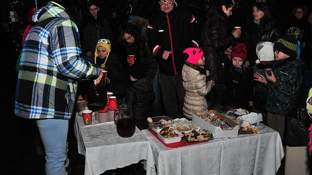 Vánoční zpívání si užili také v ašské mateřské škole.
