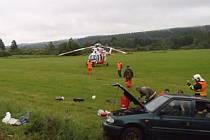Dopravní nehoda před obcí Horní Kramolín na Tepelsku si vyžádala lidský život.