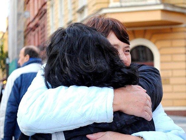 FREE HUGS neboli objímání zdarma se v Chebu konalo v letošním roce podruhé.
