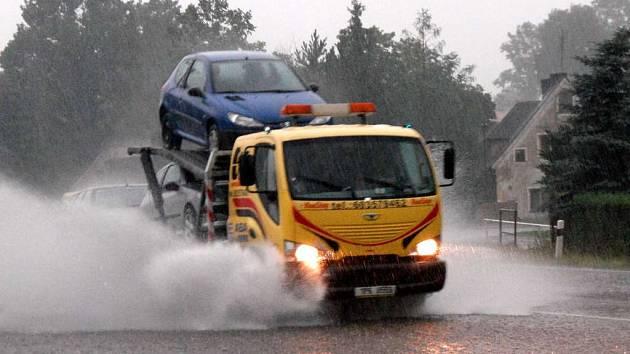 Přívalový déšť zaplavil obec Starou Vodu na Mariánskolázeňsku