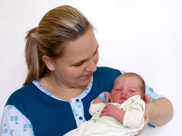 DOMINIK NÉMETH přišel na svět ve čtvrtek 5. dubna v 01.30 hodin. Při narození vážil 3200 gramů a měřil 50 centimetrů. Doma v Chebu se z malého Dominička raduje maminka Iveta spolu s tatínkem Karlem.