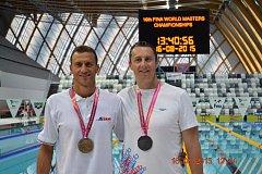 Vítěz na 400 metrů volným způsobem Ital Schorn Dino (vlevo) a druhý ve čtyřstovce Miloš Aišman.