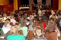 Chebské gymnázium startovalo školní rok ve Svobodě.