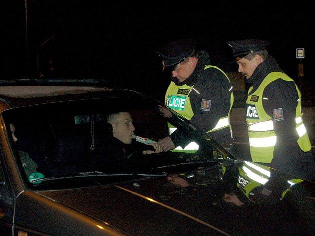 POLICISTÉ v Chebu a jeho okolí každého zastaveného řidiče testovali na alkohol.