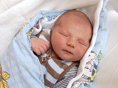 RICHARD VELINGER se poprvé rozkřičel v úterý 18. listopadu v 10.30 hodin. Při narození vážil 3 840 gramů a měřil 52 centimetrů. Z malého Ríši se raduje doma v Aši maminka Monika spolu s tatínkem Aloisem.