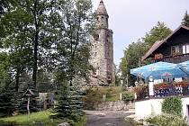 Rozhledna a turistická chata na vrchu Háj u Aše stojí od roku 1903
