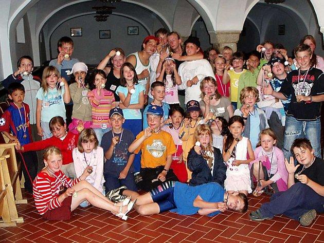 Mladí tanečníci z tábora na Sorkově