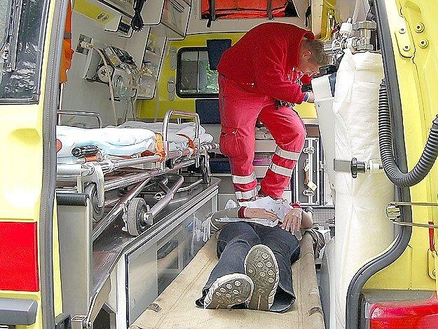 Interiér sanitek si budou moci prohlédnout návštěvníci Dne otevřených dveří u Záchranné služby karlovarského kraje