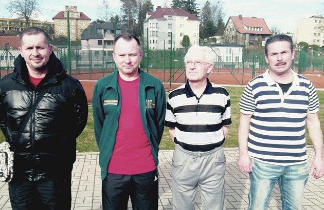 Čtveřice nejlepších na turnaji ve stolním tenise: L.Vařák , T.Kašpar , L.Tichý a M.Svoboda (zleva).