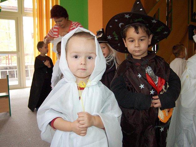 Svátek všech strašidel slavily také děti v chebském stacionáři.