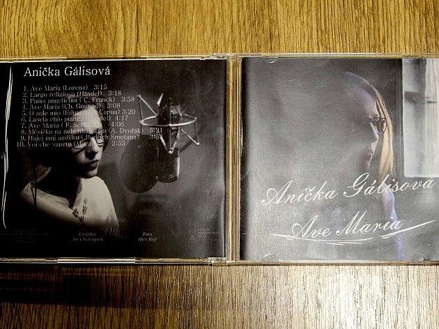 CD nadějné zpěvačky