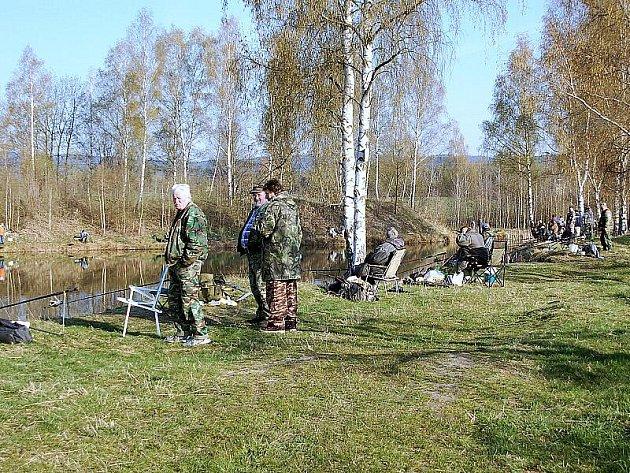 První jarní rybářské závody přivítala propadlina Hliňák ve Skalné