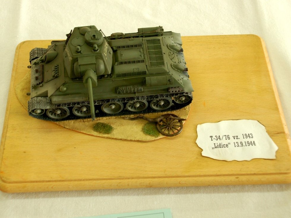 VIII. ročník Vojtova memoriálu v Chebu. Tank T-34/76 Lidice Vojty Starého z Chebu. Zlatá medaile v kategorii bojové techniky v měřítku 1:35 junioři