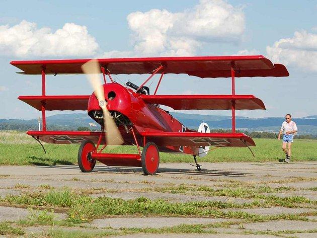 Letecká oslava hýbe Chebem, výstava v Bartoloměji s ní také souvisí.