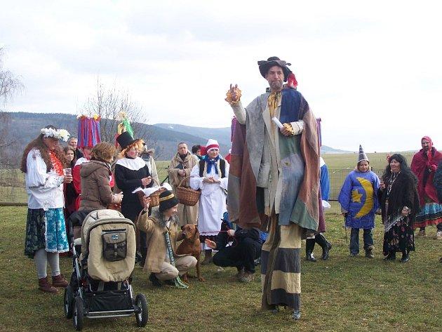 Tuřany prošel tradiční masopustní průvod, nechyběli Turci, laufer nebo kominík.