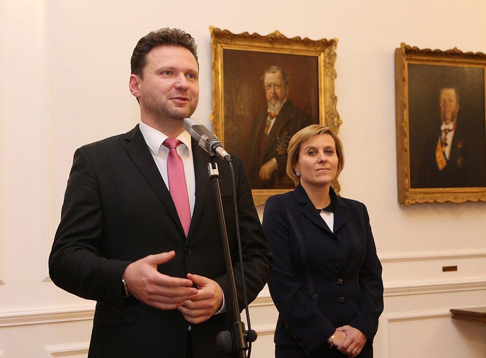 Předseda PSP ČR Radek Vondráček a hejtmanka Karlovarského kraje Jana Vildumetzová.
