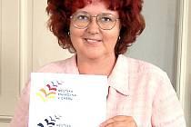 S NOVÝM LOGEM chebské knihovny se lidé začnou potkávat již během několika nadcházejících dnů. Deníku a jeho čtenářům ho ale zástupkyně ředitele knihovny Marie Mudrová již ukázala.