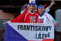 """Tak už zase regionem z hospůdek a barů zní: """"Kdo neskáče, není Čech!"""""""