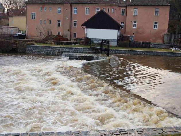 Řeka Ohře zahrozila prvním stupněm povodňové aktivity