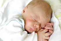KRISTIAN CHERMIANINOV se narodil v chebské porodnici ve středu 5. září v 18.45 hodin. Na svět přišel s váhou 3 050 gramů a mírou 50 centimetrů. Z malého Kristiánka se těší doma v Praze maminka Kristýna a tatínek Evgeni.