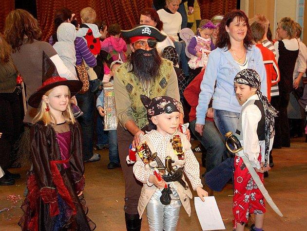 Maškarní ples v Aši navšítivilo přes 400 lidí.