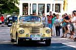 Mariánské Lázně – Jedinečná podívaná se naskytla všem, kteří v sobotu přišli na mariánskolázeňskou kolonádu a Masarykovu ulici. Právě tato místa patřila sedmnáctému ročníku Karlovarské Spa Resort Sanssouci Veteran Rallye.