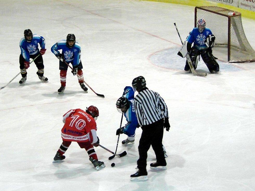 Hokejový turnaj žáků šestých tříd v Mariánských Lázních - utkání Cheb - Nymburk