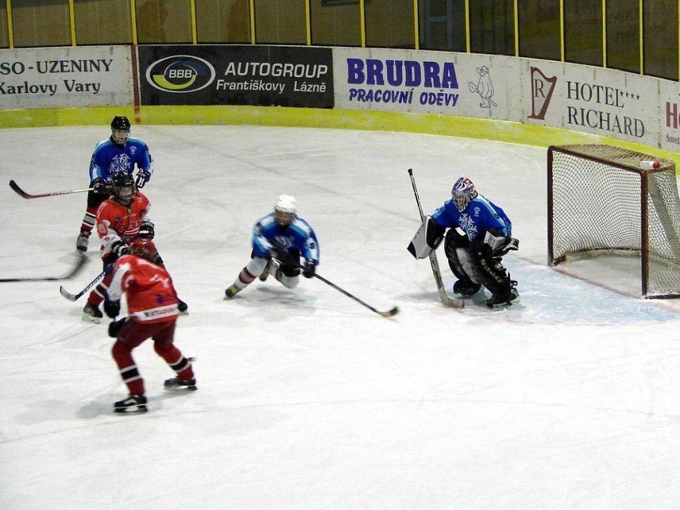 Hokejový turnaj žáků šestých tříd v Mariánských Lázních  utkání Cheb - Nymburk