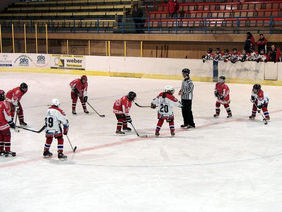 Hokejový turnaj žáků šestých tříd v Mariánských Lázních - utkání Mariánské Lázně - Nymburk