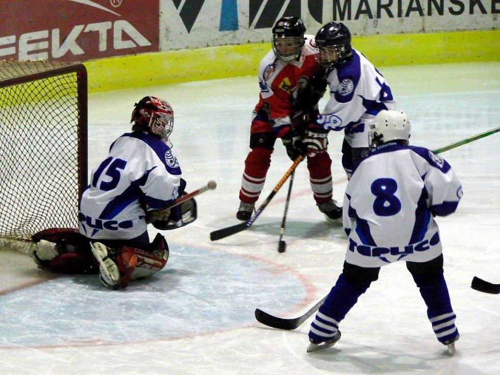 Hokejový turnaj žáků šestých tříd v Mariánských Lázních utkání Mariánské Lázně - Teplice