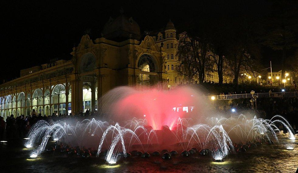 Zpívající fontána v Mariánských lázních letos hrála v sobotu večer naposledy.