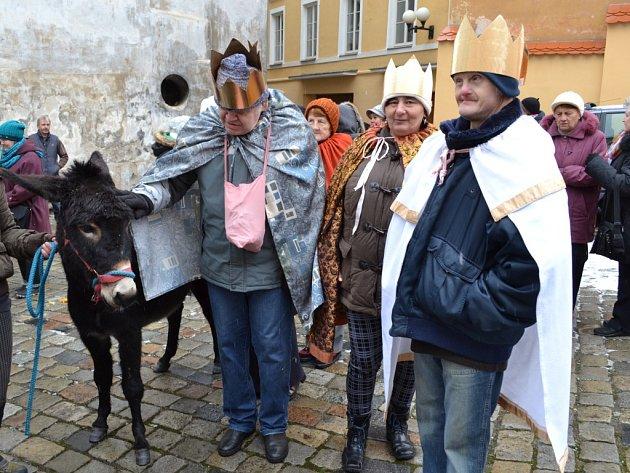 Tři králové už v Chebu vyrazili do ulic. Hlavní koledovací den bude sobota 10. ledna.