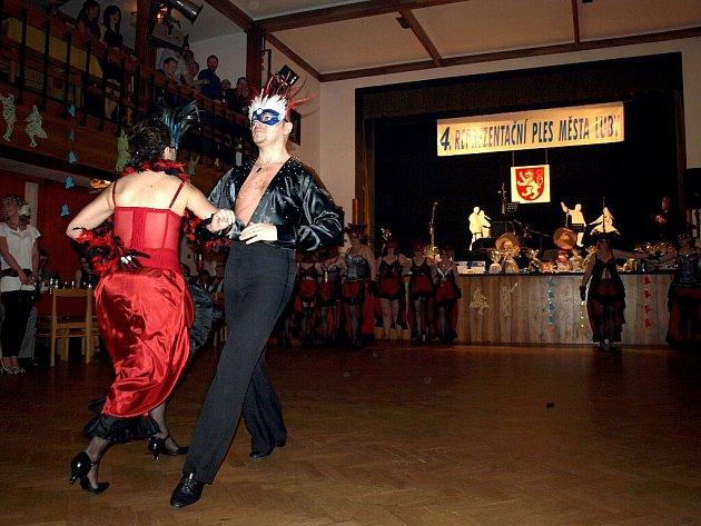 Čtvrtý reprezentační ples si užili Lubští. Dobrou zábavu zajistila cimbálová skupina Réva, ale také třeba Vesnický mažoretky z Nového Kostela.