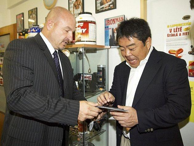 Františkolázeňský starosta Ivo Mlátilík a japonský manažer Schinichirou Yamagata