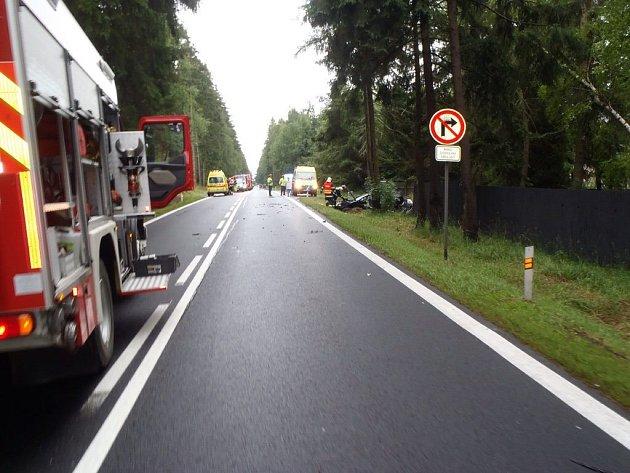 Nehoda dvou osobních vozidel ochromila provoz mezi Aší a Hazlovem.