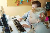 Obesně prospěšná společnost Útočiště nabízí dětem třeba počítač s připojením k internetu, ale to není jediné lákadlo. Ratolesti se tu mohou svěřit se svými problémy.
