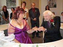 Anna a Miloslav z Aše jsou spolu už více než čtvrt století. Nyní se vzali.