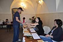 Občané Chebu odevzdali své hlasy i ve druhém volebním okrsku.