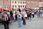 Několik tisíc diváků se přišlo v sobotu podívat na pokračování oslav výročí 950. let od první písemné zmínky o Chebu na chebské náměstí Krále Jiřího z Poděbrad.