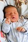 DOMINIK MÜLLER bude mít v rodném listu datum narození úterý 17. května v 17.45 hodin. Při narození vážil 3 790 gramů a měřil 52 centimetrů. Doma v Chebu se z malého Dominička těší sestřička Michaelka spolu s maminkou Marií a tatínkem Lukášem.