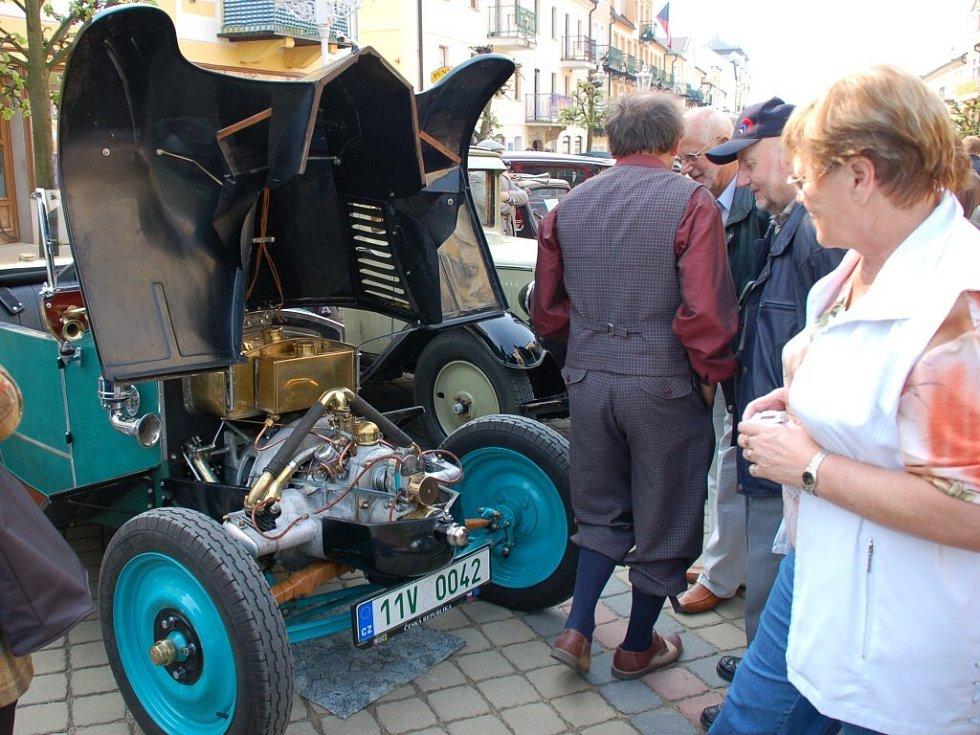 XI. mezinárodní soutěž elegance historických vozidel ve Františkových Lázních