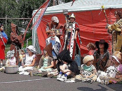 Neobvyklé živé sosoší s názvem Kterak Blaničtí rytíři ku pomoci přišli, když bylo kynžvartským nejhůř, bylo k vidění na pouti sv. Markéty