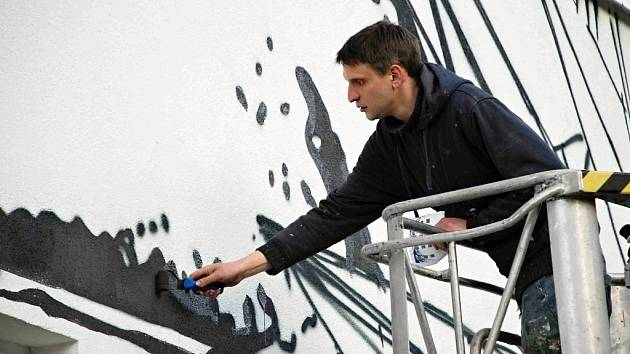 Velkoplošná graffiti ozdobila bývalé učňovské středisko v Aši. Motiv, který navrhlo a vytvořilo občanské sdružení Art Direct.