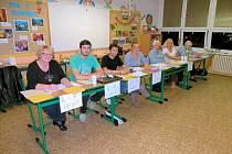 Jedna z volebních komisí na chebském sídlišti Skalka, se během komunálních voleb s problémy nesetkala.