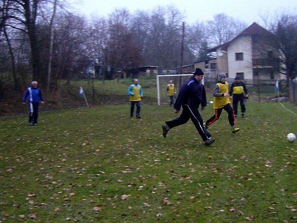 V Paliči u Lipové se uskutečnil Vánoční srandamač ve fotbale.