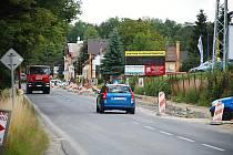 STAVBA CYKLOSTEZKY v ašské části Mokřiny znamená omezení pro řidiče až do konce října, kdy by mělo být hotovo.